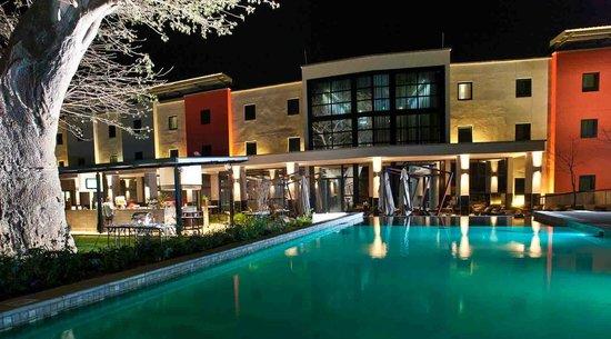 Park Inn by Radisson Tete: Pool & Pool Bar