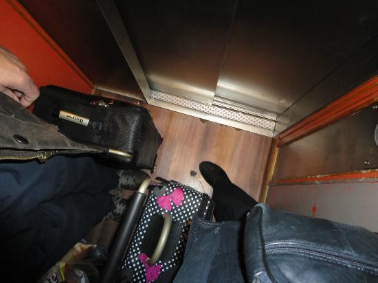 Campanile Paris Ouest - Boulogne: little lift