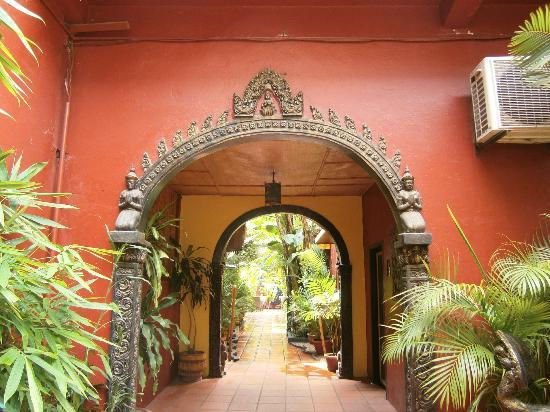 Bopha Angkor Hotel & Restaurant: Hotel Grounds