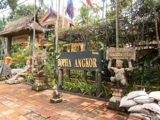 Bopha Siem Reap Boutique Hotel: Hotel Exterior 