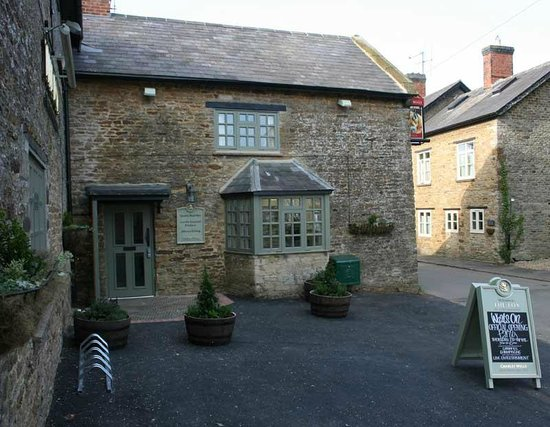 The Fox at Farthinghoe: The outside of the Fox @ Farthinghoe