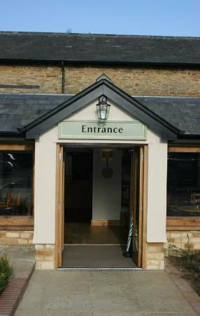 The Fox at Farthinghoe: Car park entrance to restaurant