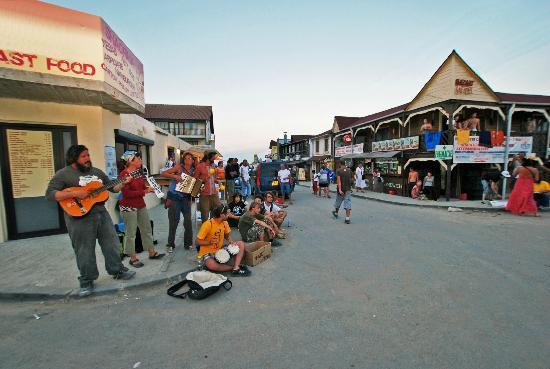 Hostel BazArt: Musicians near the hostel