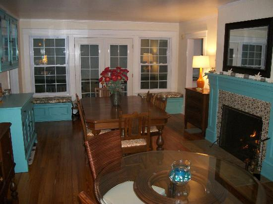Crane Creek Inn Waterfront Bed and Breakfast: The newly remodeled Dining Room