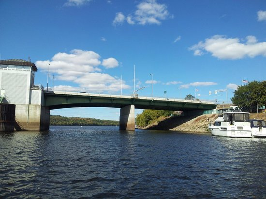 St. Croix River: view from the pontoon