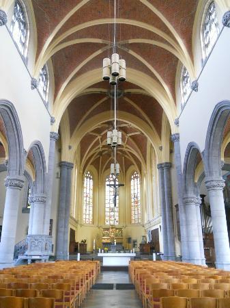 Collegiale Saint-Hadelin de Vise: Intérieur de la la collégiale