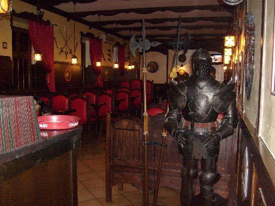 London Tavern Pub: LONDON TAVERN