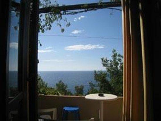 Souda Mare Hotel : Blick vom Hotelzimmer aufs Meer (dazwischen eine wengi befahrene Straße)