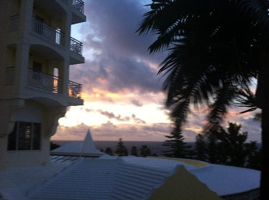 Elbow Beach, Bermuda : View above Mickeys Restaurant