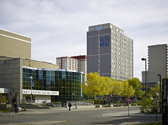 Campus Tower Suite Hotel: View of hotel from UofA Campus