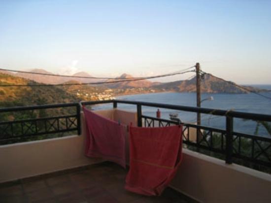 Elgini Studios Apartments: Blick an den Strand von Plakias