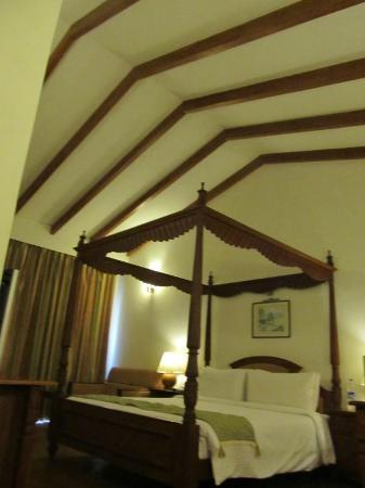 Lemon Tree Vembanad Lake Resort: Bed