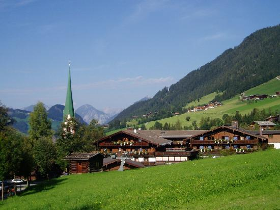 Hotel Böglerhof : Hotel and village church