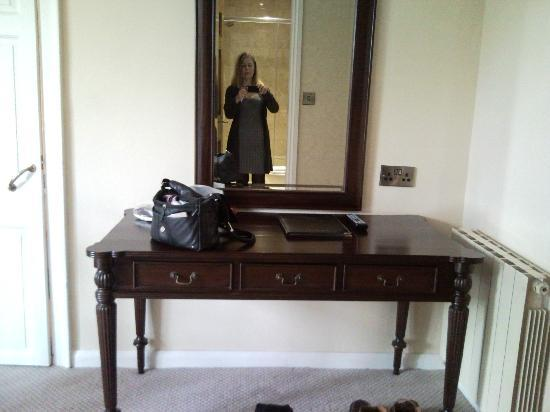 Castle Bromwich Hall Hotel: Dressing table with mirror.