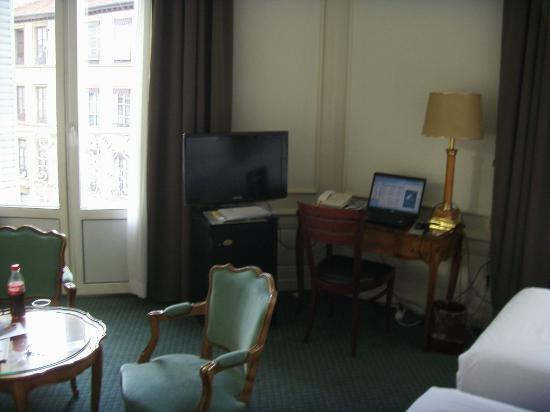 B4 Lyon: EXECUTIVE ROOM