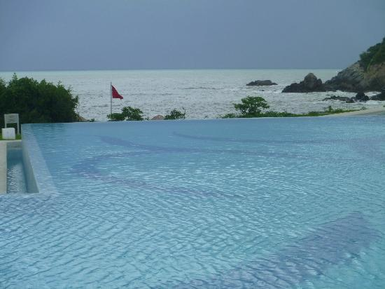 Secrets Huatulco Resort & Spa: Infinity Pool View