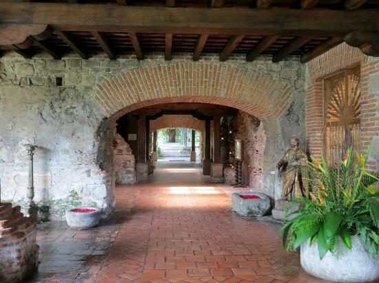 Restaurante Casa Santo Domingo: the entrance to the restaurant