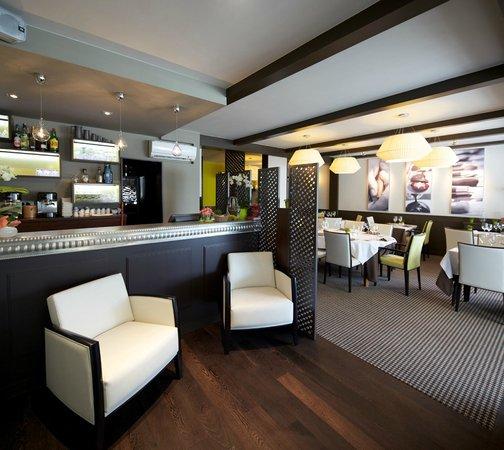 Photo of French Restaurant La Bourgogne at 164 Rue Jean Jaurès, Maisons-Alfort 94700, France