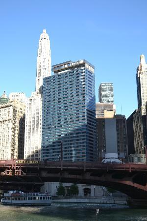 Wyndham Grand Chicago Riverfront: Hotel 71 from the Chicago river