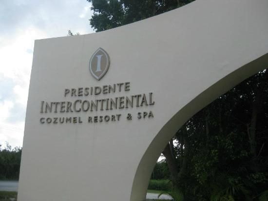 Presidente Inter-Continental Cozumel Resort & Spa: entrance of hotel