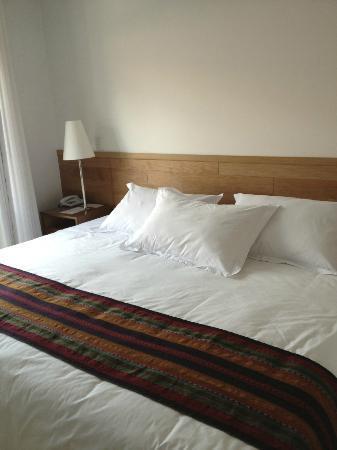 Plaza de Armas Cusco Hotel: Habitación exterior. Magnífica cama