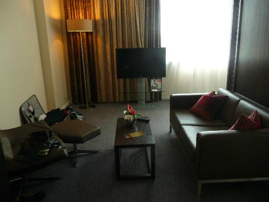 Hilton London Canary Wharf: Living Side