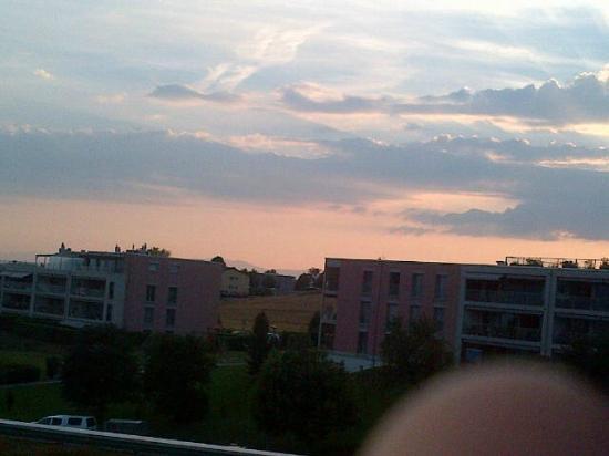Novotel Lausanne Bussigny: Coucher de soleil à couper le souffle. en en plus on a Vue sur le Lac Léman!!!!!