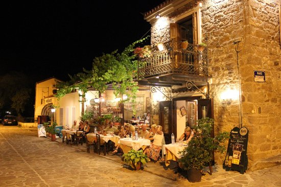Petra, Yunanistan: The restaurant at night - so atmospheric
