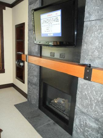 Nita Lake Lodge: Nice fireplace but TV has issues