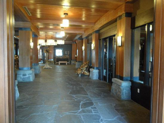 Nita Lake Lodge : Lobby