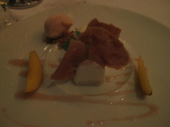 Azul at Mandarin Oriental : Panna Cotta with peach sorbet