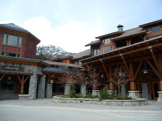 Nita Lake Lodge: Outside