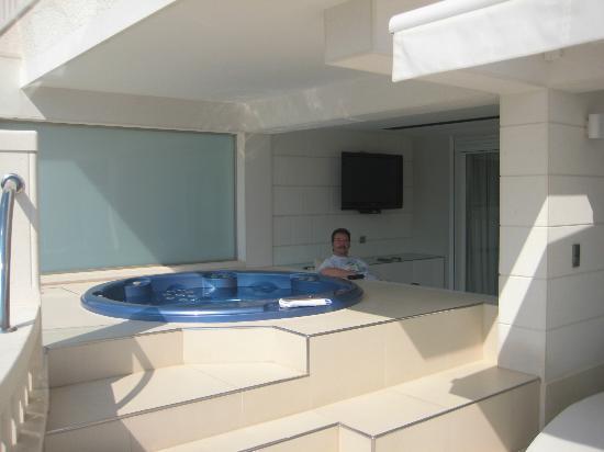 Hotel Damianii : Hot tub,terrace seating area