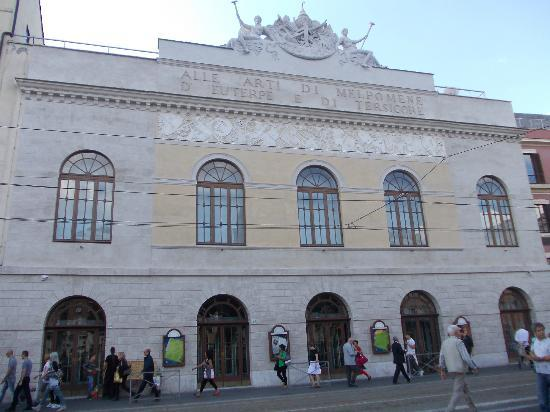 Teatro di Roma - Argentina: teatro argentina - facciata