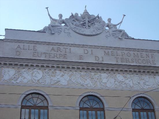 Teatro di Roma - Argentina: teatro argentina - frontone