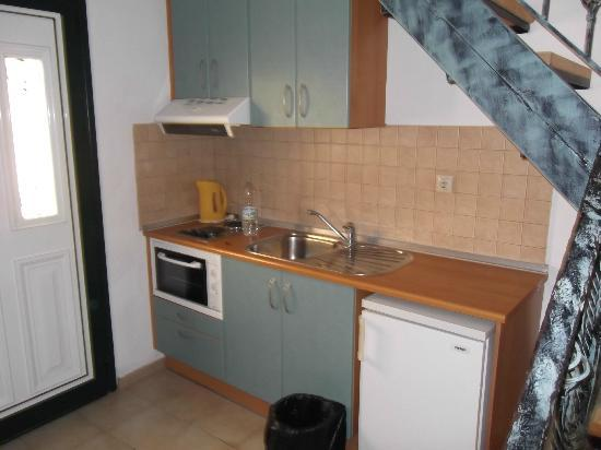 Dora Apartments Argirades: Basic Kitchin