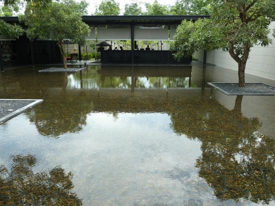 "SALA Phuket Resort & Spa: Η ¨είσοδος"" - προσέγγιση στο ξενοδοχείο"