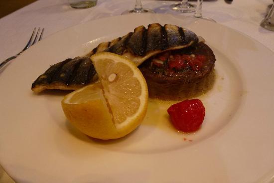 Le Festival de la Mer : filet de dorade royale grillée, caviar de tomates et flan d'aubergines