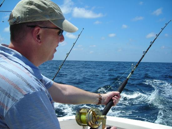 Wayward Wind Grenada Fishing: Ready to land the fish