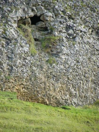 Paradisarhellir Cave