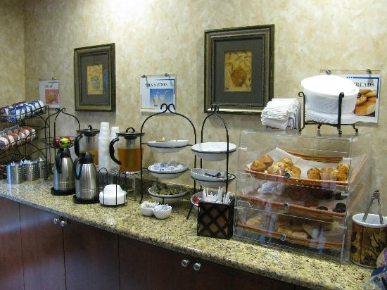 Best Western Magnolia Inn and Suites: Breakfast Bar