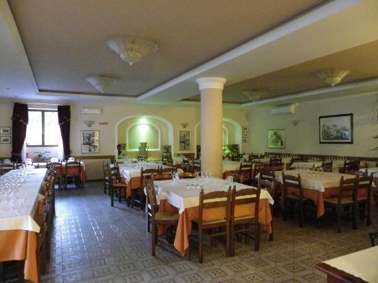 Ristorante Hotel Squarciarelli: lo splendido salone