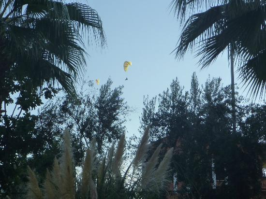 Ata Lagoon Beach Hotel: Paraglider seen from room