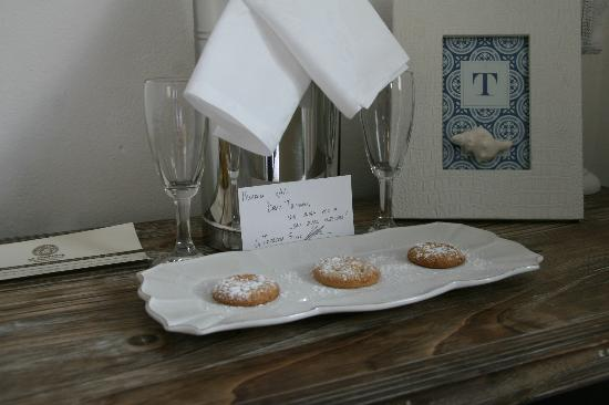 La Torretta: they left us the cutest note welcoming us... and some sparkling wine and treats!