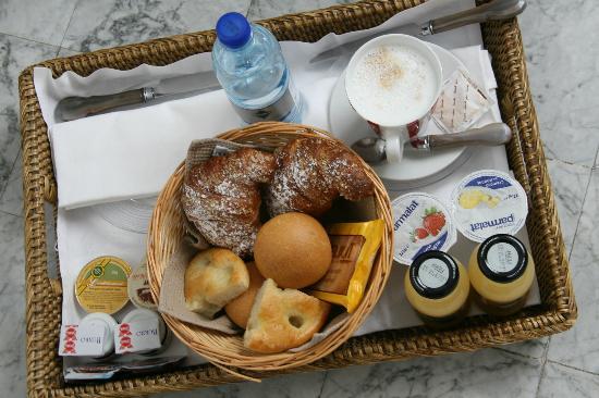 La Torretta: mmmm... delicious breakfast brought to your room!