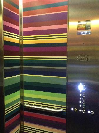 G&V Royal Mile Hotel Edinburgh: Even the lift is completely in style with the rest of the hotel