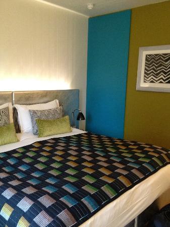 G&V Royal Mile Hotel Edinburgh: Bright and fresh room design