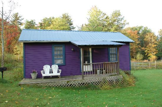 Clove Cottages: The purple cottage