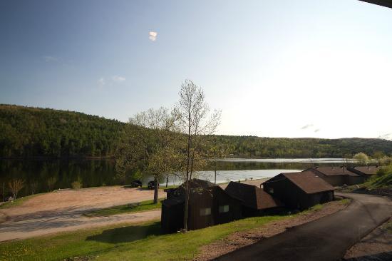 Valois' Motel & Restaurant: River side Cabins