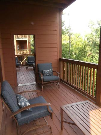 The Lodges at The Great Smoky Mountains: Relaxing porch